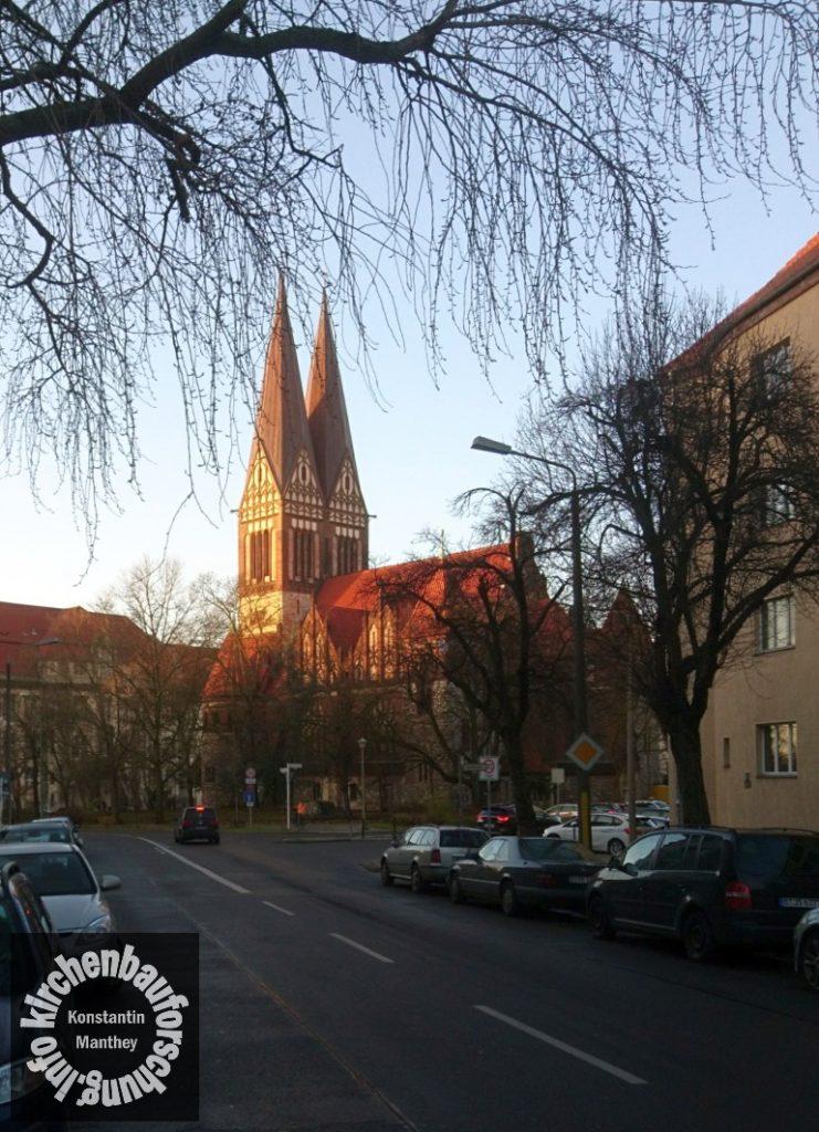 Glaubenskirche, Berlin-Lichtenberg, Morgenlicht, Kopten