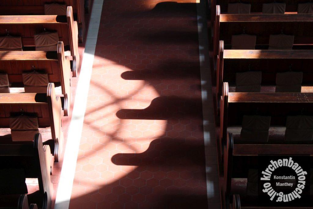 Kirchenbau, Innenraum, Licht und Schatten
