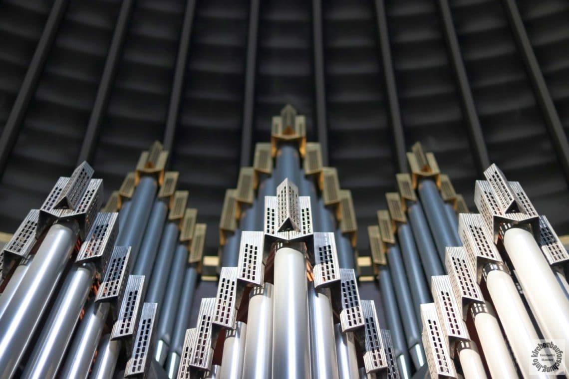 Detail des von Corazolla gestalteten Orgelprospekts, Foto K. Manthey, 2017.